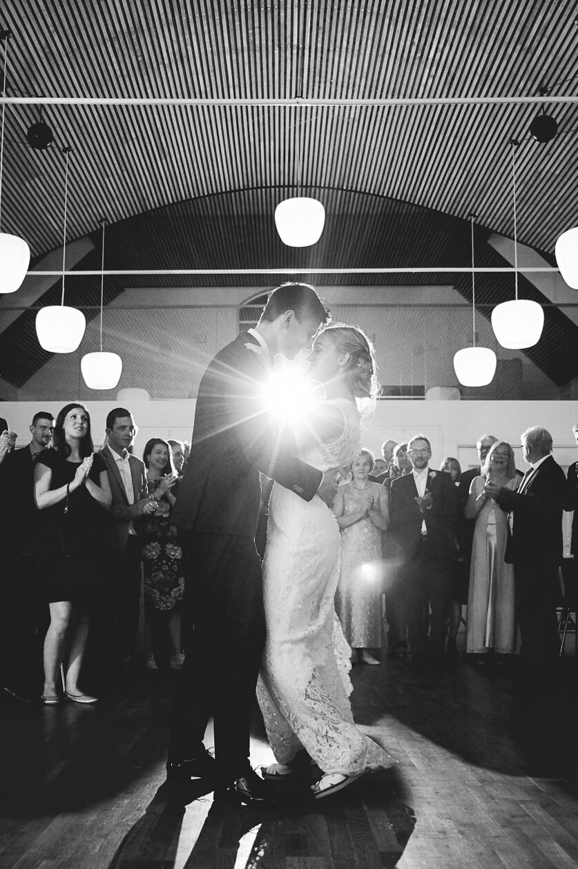Jul, 2017: Sandra og Anders i deres smukke brudevals.