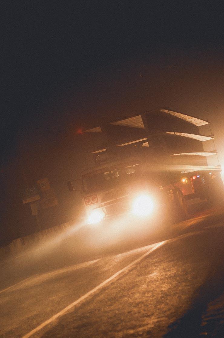 Trafikken stilnede af om natten, men der var stadig rigeligt med den. Det var mest lastbiler og de kørte typisk meget langsomt og med tungt læs.